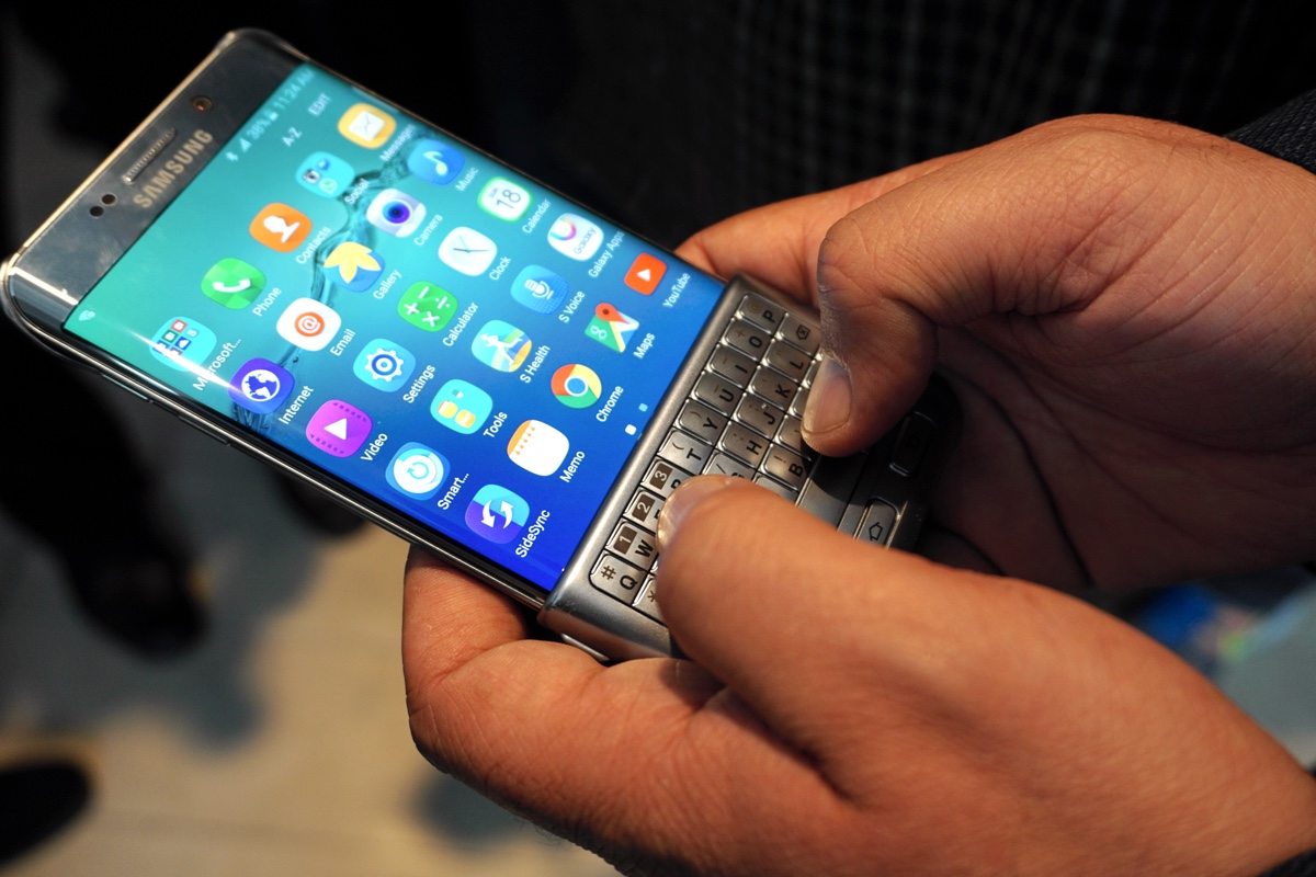 Hands On With Samsung S Clever Keyboard Cover For Phones