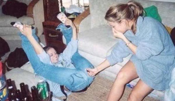 hot girls with a sense of humor, funny girls, hot girls, funny girls lighting farts