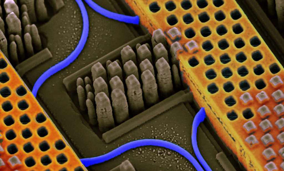 First light-based memory chip puts SSDs on notice