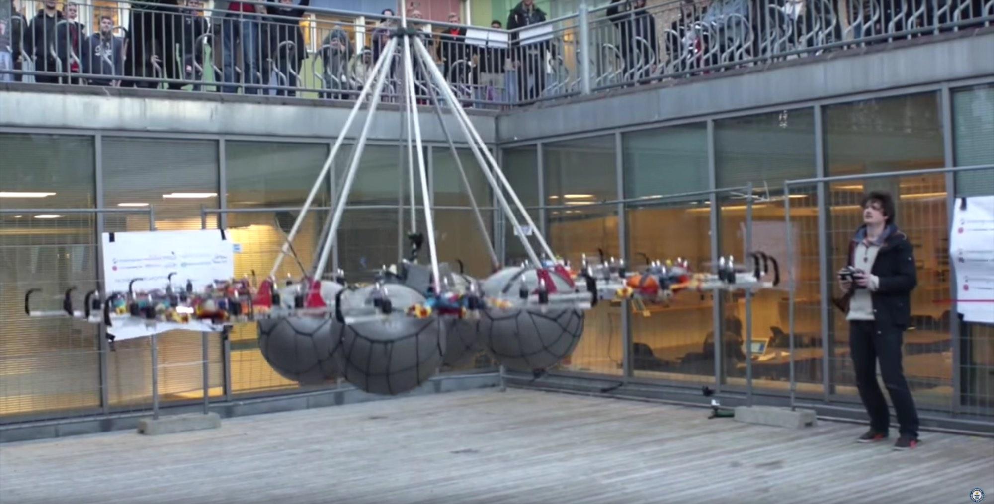 Nuevo récord de levantamiento de peso con drones: 61 kilos