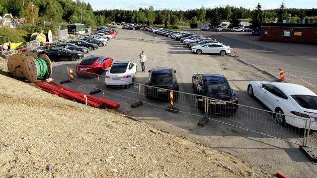 同時に28台の急速充電を可能にする世界最大の充電ステーションが、ノルウェーにオープン