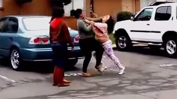 オンナ同士のガチストリートファイトが総合格闘技ばりにスゴすぎる【動画】
