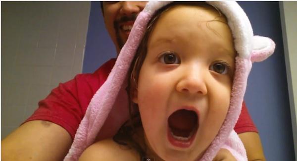 赤ちゃんが歌う「ABCの歌」メタル・バージョンが可愛すぎていいね!しまくりたい【動画】
