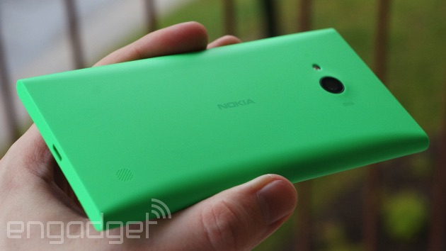 Lumia 735 backside