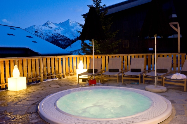 Hotel Le Mottaret hot tub