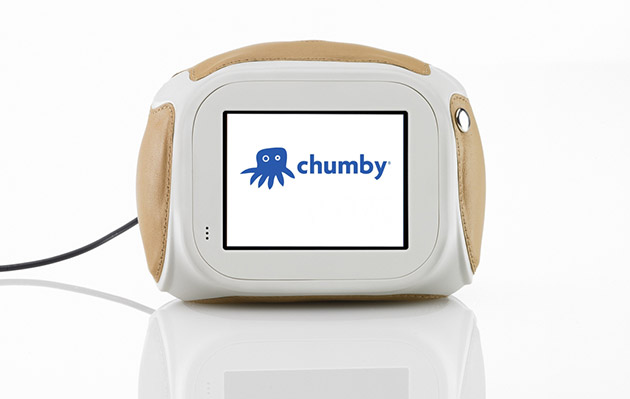 Chumby's smart alarm clock relaunches with 1,000 apps