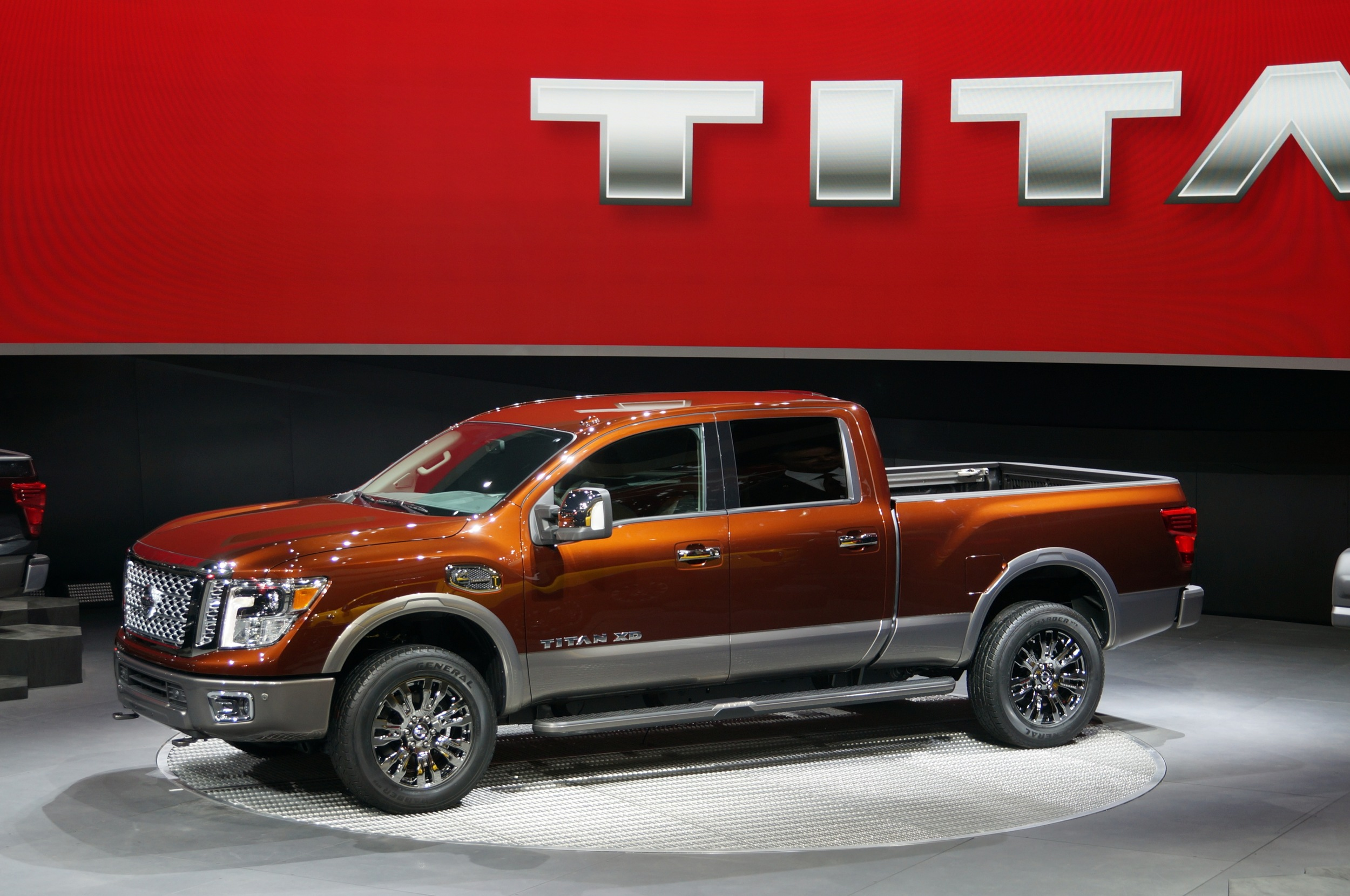 2016 nissan titan xd arrives with diesel v8 power. Black Bedroom Furniture Sets. Home Design Ideas