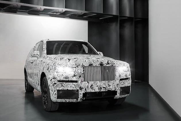 ロールス・ロイス、新型SUVのプロトタイプの写真をついに公開