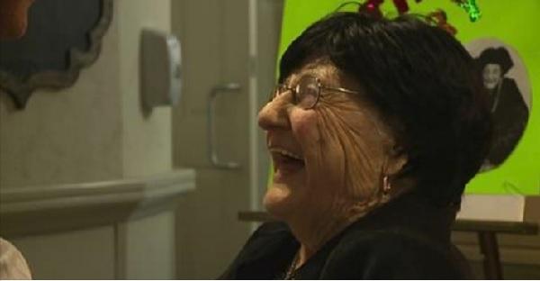 長生きの秘訣を聞かれた105歳のおばあちゃん、ジョークを交えたうまい返答が話題に