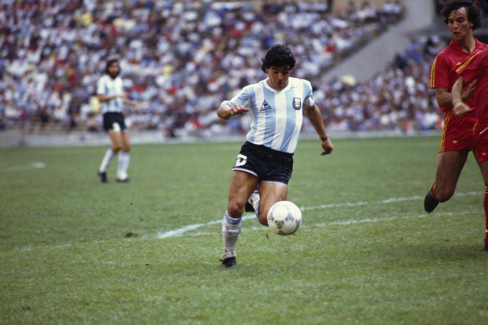 Los que se pelean se desean: Maradona será embajador de Konami