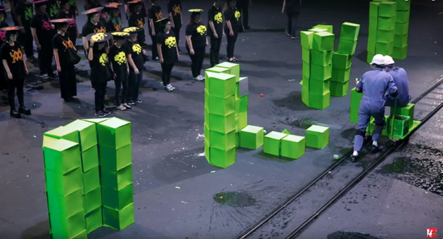 Real Life Space Invaders mit 60 Statisten als Aliens (Video)