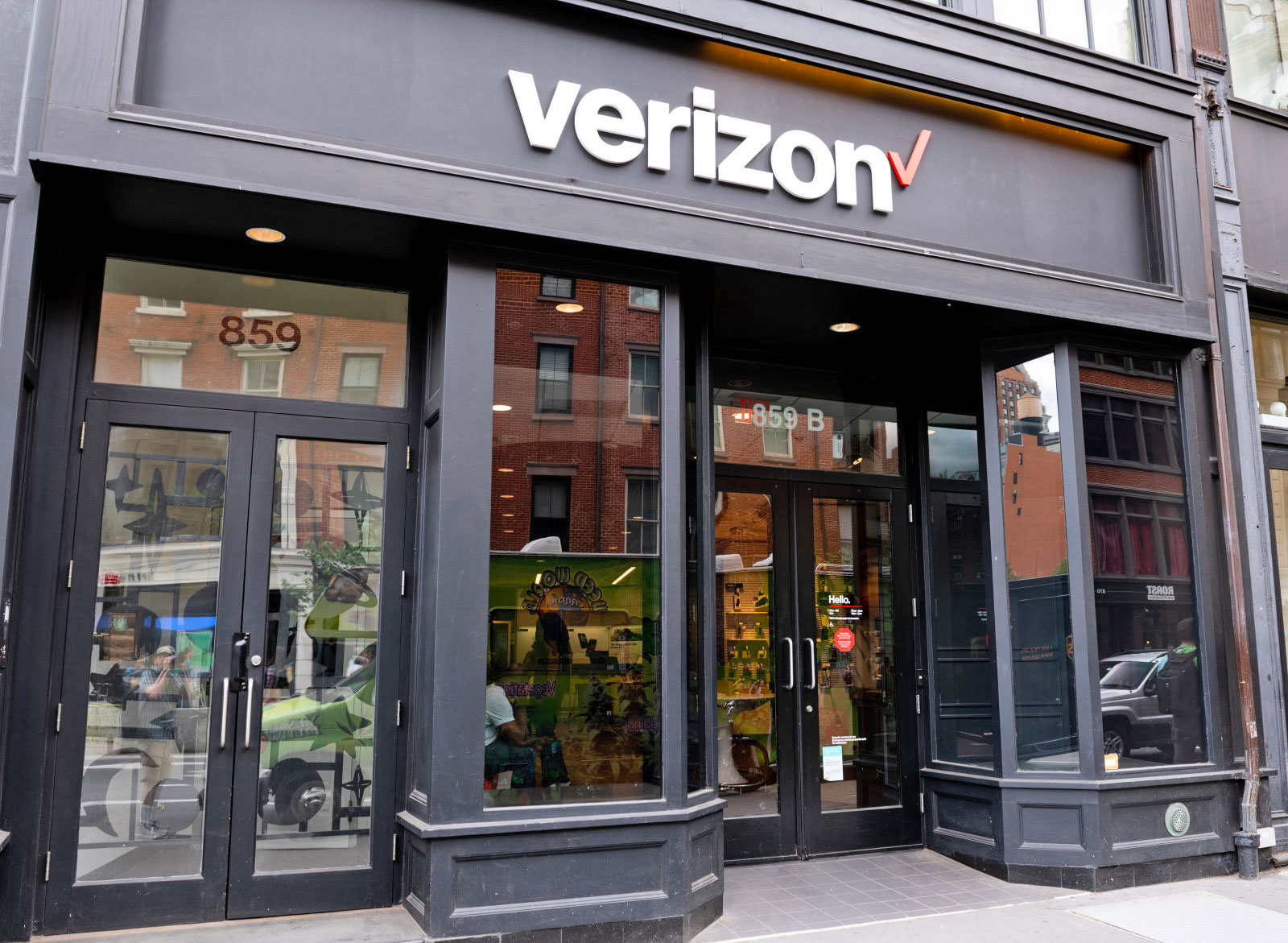 Verizon will stop selling customer location data to aggregators (updated)