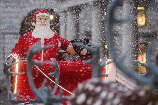 santa's sleigh lego christmas 2014 london covent garden