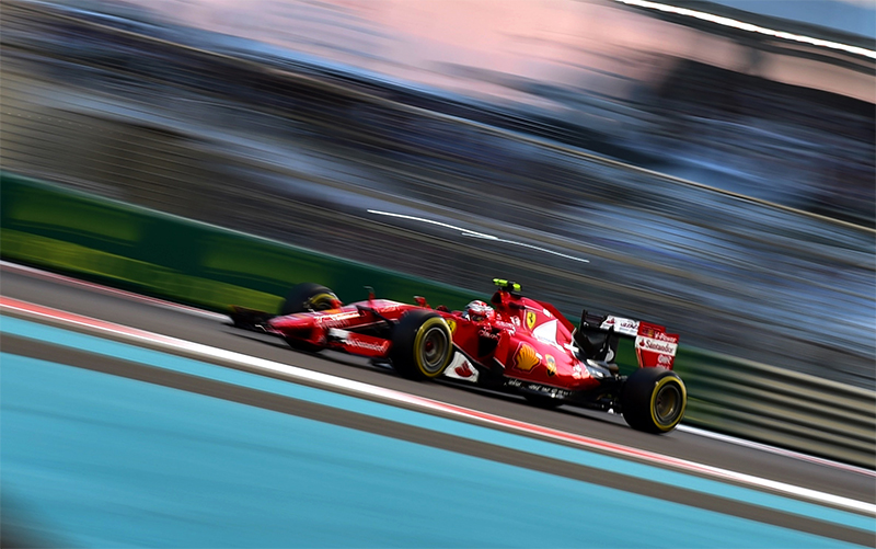 Kimi Raikkonen lái xe trong giải Grand Prix Abu Dhabi F1 năm 2015.