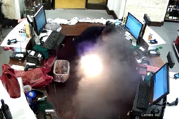 【衝撃】ポケットに入れた電子タバコがいきなり発火!