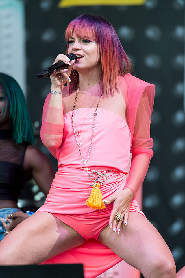 Lily Allen Flashes Her Pink Knickers On Stage At Glastonbury