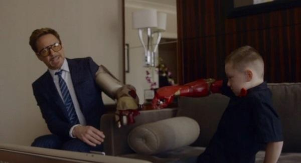 アイアンマンことロバート・ダウニーJr.が右腕が無い少年に義手をプレゼント【動画】