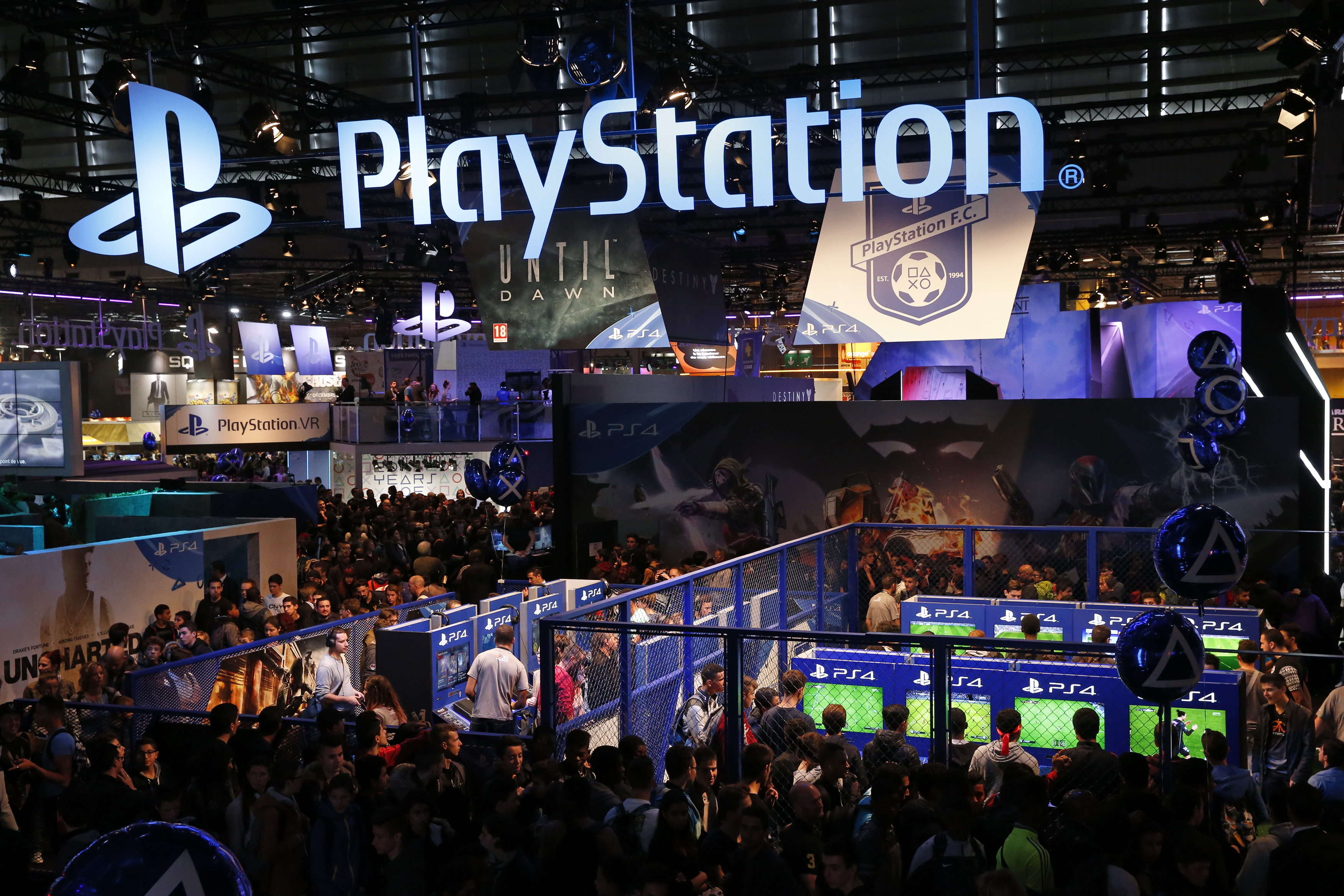 Visitors play games on PlayStation 4 (PS4) at the Paris Games Week, a trade fair for video games in Paris, France, October 28, 2015. Paris Games week will run from October 28 to November 1, 2015. REUTERS/Benoit Tessier