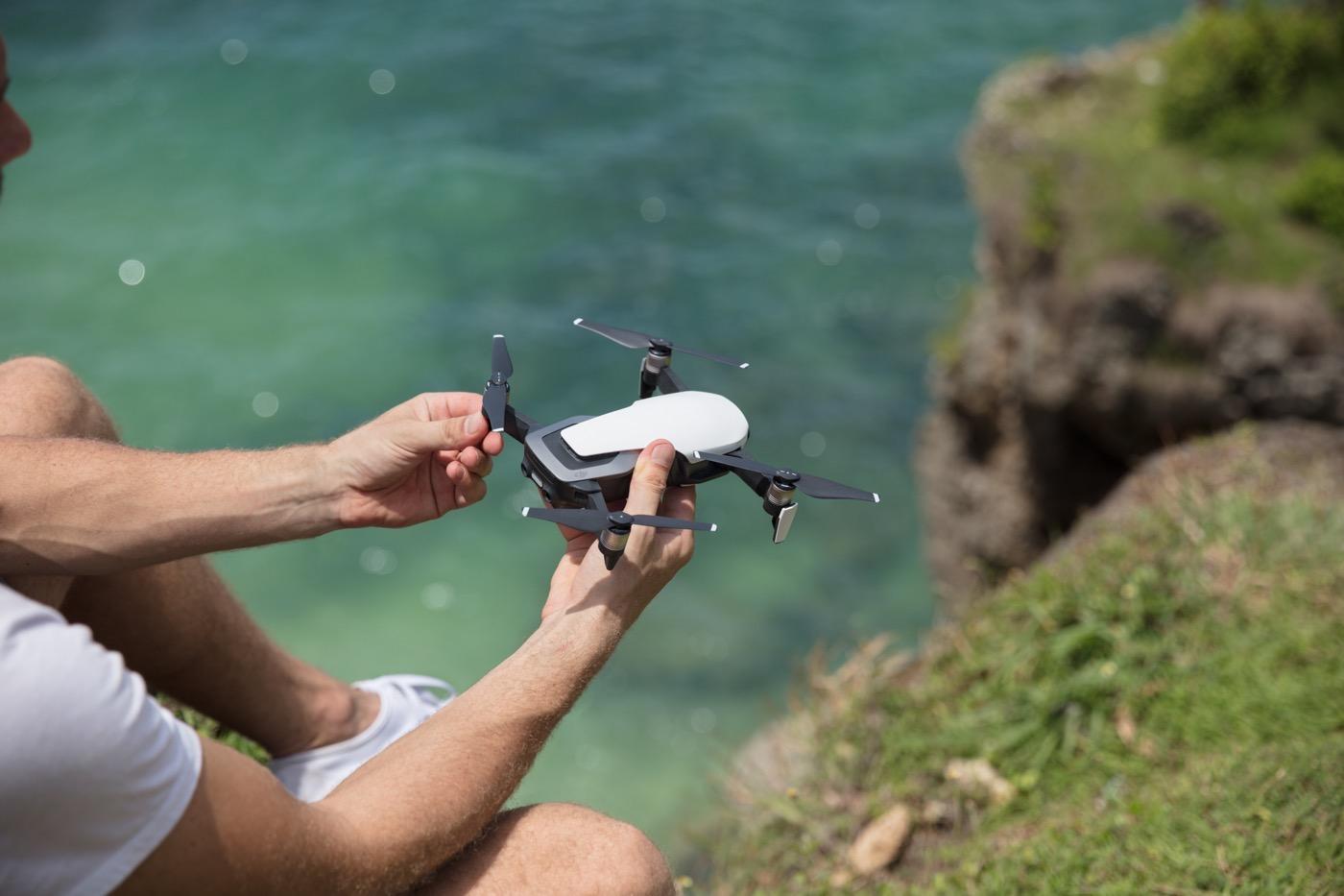 El nuevo dron plegable de DJI graba en 4K y es tan pequeño como un iPhone 7 Plus