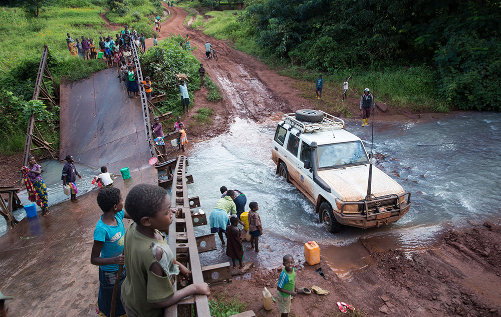 Broken bridges, muddy roads and a mobile population of displaced people in need; these are just some of the challenges that UNICEF and its partners face in responding to the Kasai crisis. A UNICEF vehicle fords a stream next to the rusted remains of a bridge as families collect water for their daily needs.