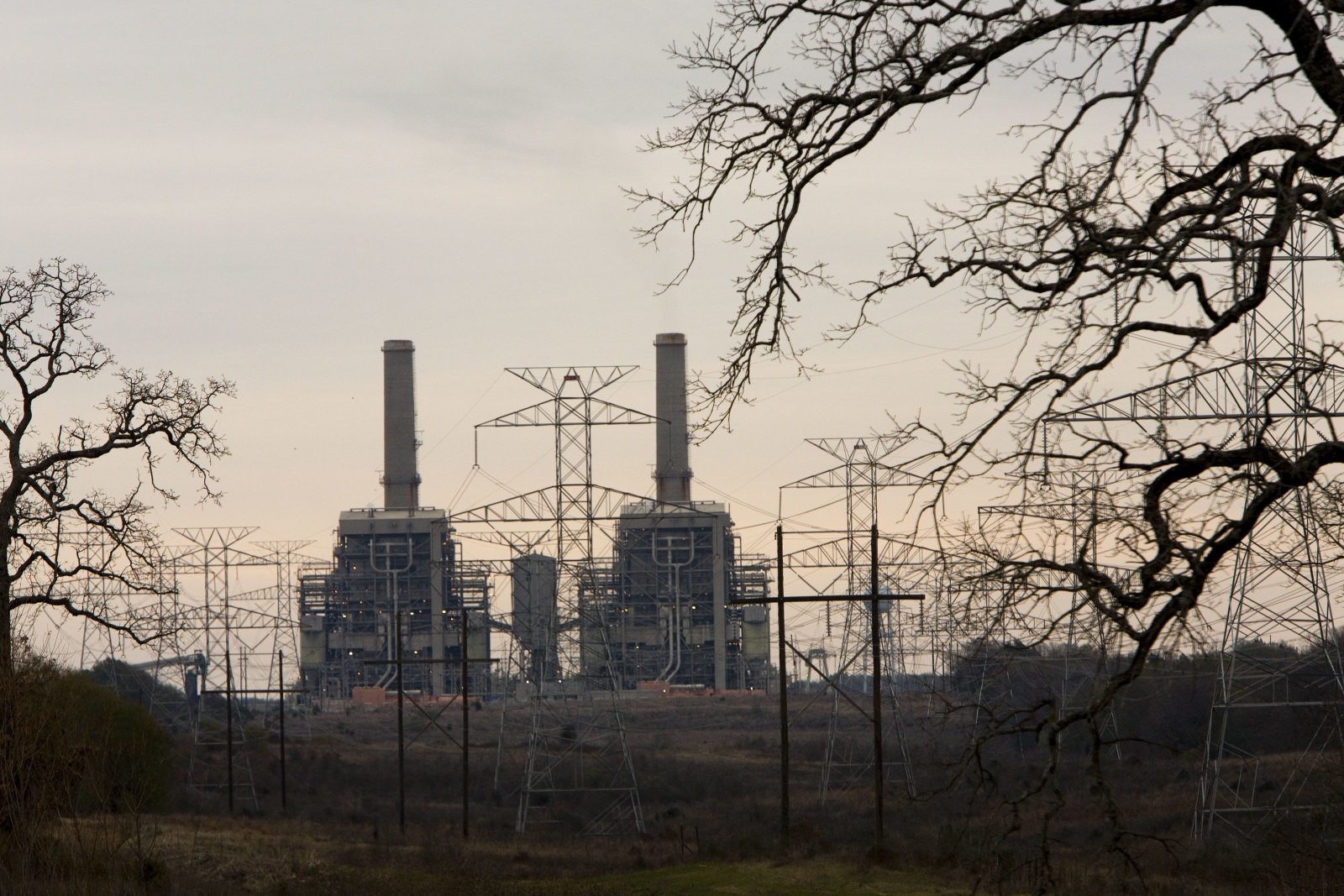 UNITED STATES - JANUARY 03:  Electrical supplier TXU Corp.?s Big Brown coal fired electrical plant sits near Fairfield, Texas, on January 3, 2007.  (Photo by Ed Lallo/Bloomberg via Getty Images)