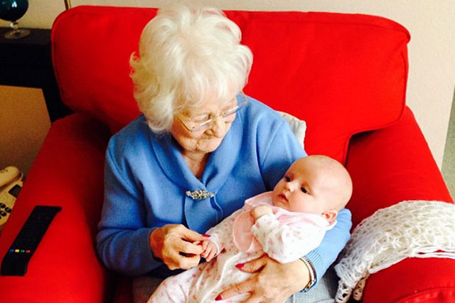 Billie Faiers daughter Nelly meets her great great grandmother