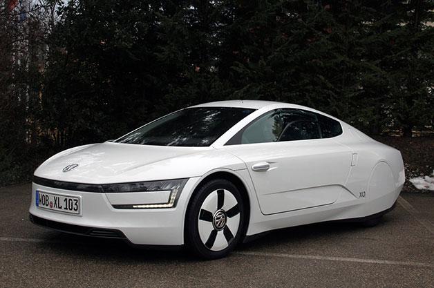 Volkswagen XL1, front three-quarter view.