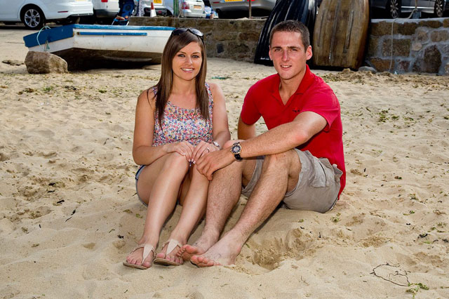Newlyweds find photo of themselves playing on the same beach 11 years before they met