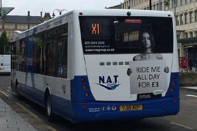 トップレスのモデルを使った英バス会社の広告「私に乗って」がSNSで大炎上!