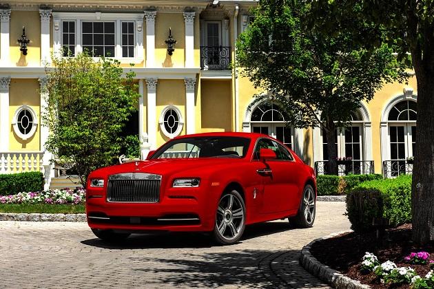 ロールス・ロイスが、真っ赤で扇情的な「レイス」の特注モデルを公開!