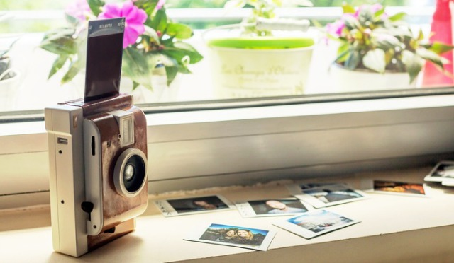 'Lomo Instant' takes your standard Polaroid to the next level
