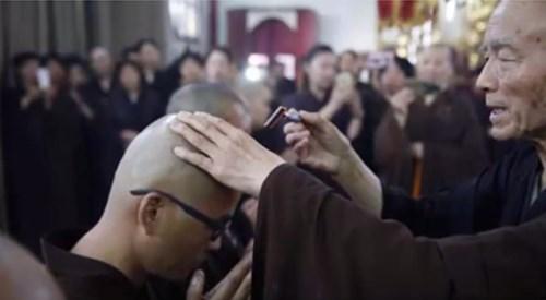超儲かっていた億万長者が、突然厳しい修行をして僧侶に!その理由とは