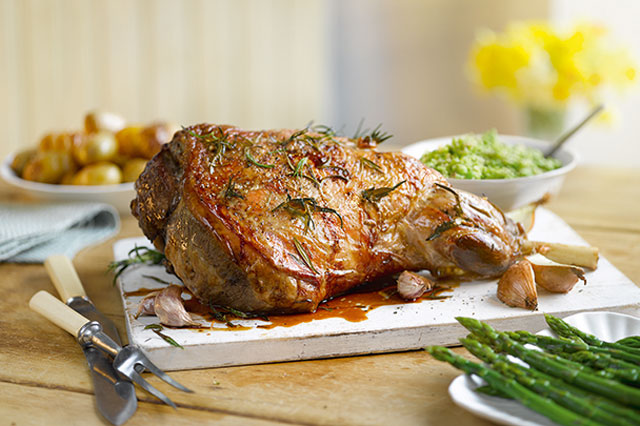 Roast lamb with mint pesto recipe