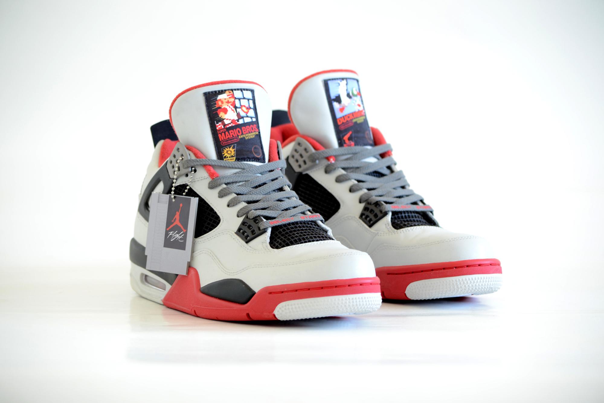 "Spezialanfertigung: Nike Air Jordan ""NES"" IV"