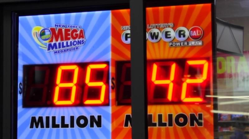 飛行機事故で助かった男性が、同じ週に宝くじで1億円以上をゲット!