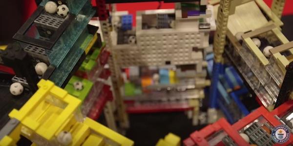 ピタゴラスイッチ好きは必見!「世界一大きなレゴで作った巨大装置」が遊び心満載で楽しすぎる【動画】