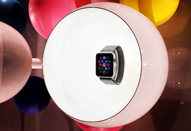 Apple Watch makes first public appearance at Paris Fashion Week
