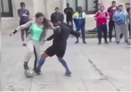 天才サッカー女子の神ドリブルテクニックがスゴすぎると話題に【動画】