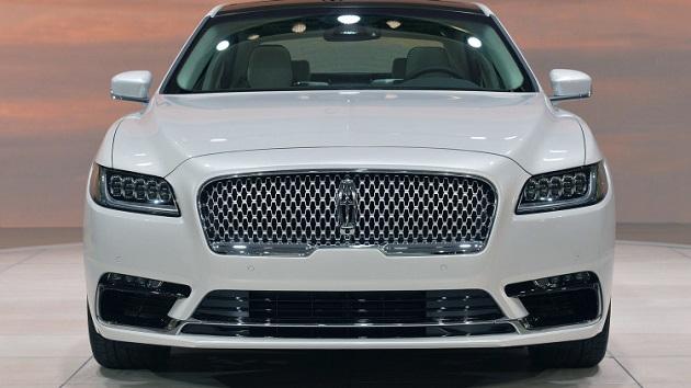 顧客満足度ランキングの上位を獲得した自動車メーカーは?