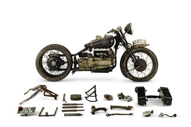 納屋で発見された超レアな8台のブラフ・シューペリア製オートバイがオークションに出品