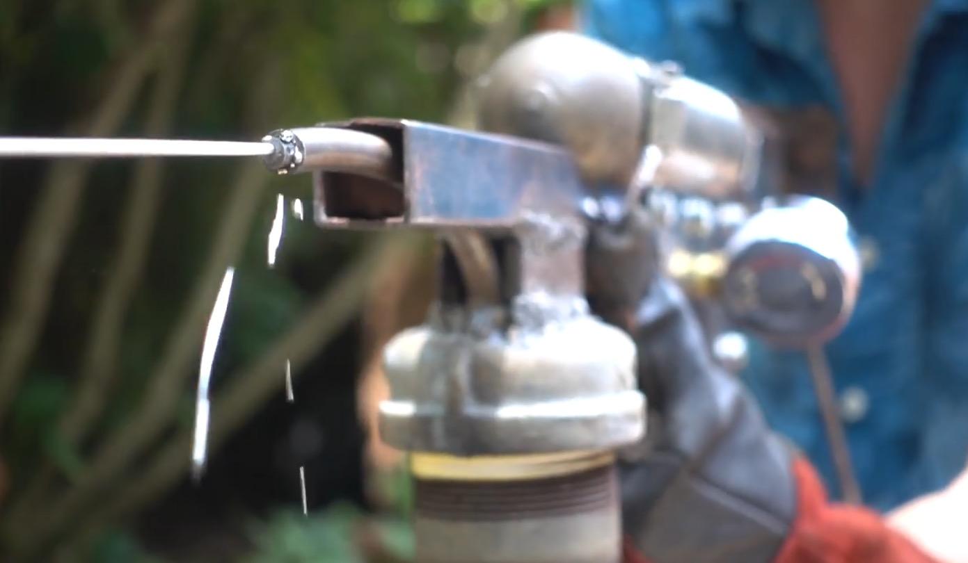 Bleigießen für Nerds: Die Spritzpistole für flüssiges Metall