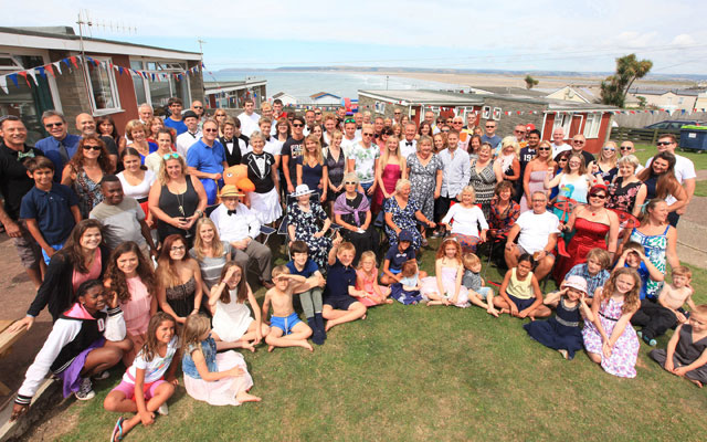 100 relatives get together for world's biggest family holiday