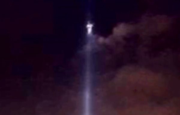 911テロの「追悼の光」を撮った画像にイエス・キリストが写っている!? ある写真が話題に