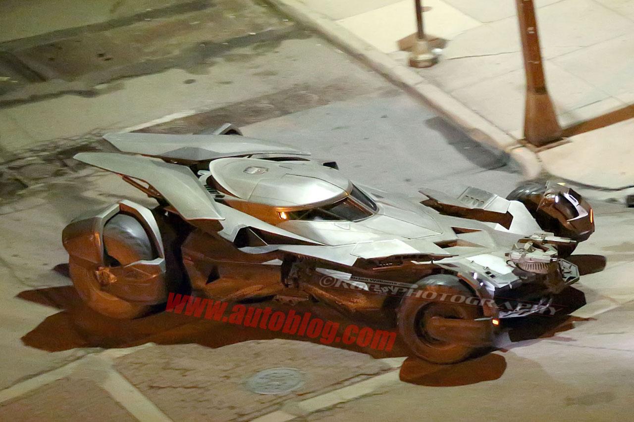 BATMAN v SUPERMAN: nova foto oficial do Batmóvel. P.Q.P! Batmobile-detroit-00
