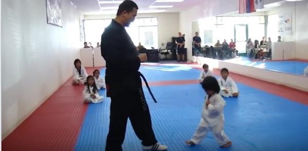 ちびっこテコンドー少年の練習が可愛すぎると世界中で話題に 「ヤムチャよりは強い」