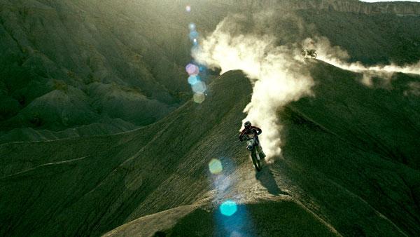 映画『X-ミッション』モトクロス・レースシーンがガチすぎる 「そこまでやったら危ないよ!!」 【メイキング映像】