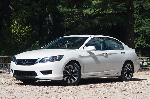 2014 Honda Accord Hybrid, front three-quarter view.