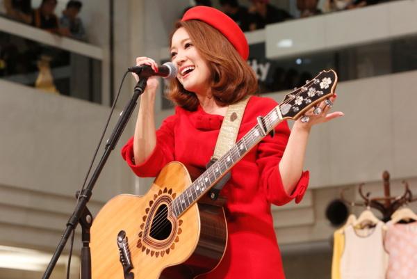 chayがニューシングル発売記念イベント開催! バースデー・サプライズに感謝