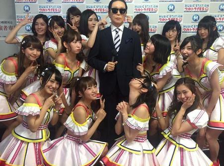 SMAP木村拓哉がAKB48と恋チュンダンスを披露してスゴすぎると話題に 「センターでも違和感なし」「存在感すげえ」