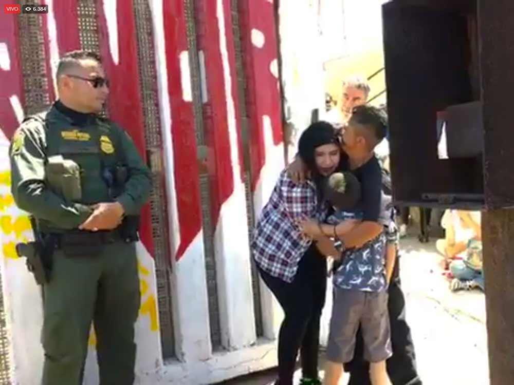 Abren frontera de EU para que 6 familias se abracen… 3 minutos